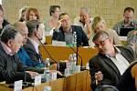 Jednání mosteckých zastupitelů. Archivní foto