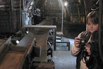 Malá návštěvnice technického muzea ve štole Julius.