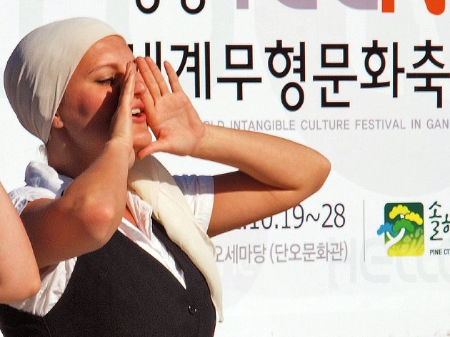 Soubor Hradišťan v Jižní Koreji reprezentoval českou a moravskou kulturu.