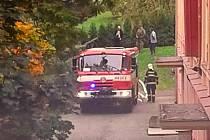 Ke škole museli přijet hasiči, policisté i myslivci.