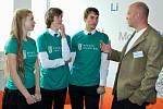 Studenti z litvínovské Scholy Humanitas diskutují s Michaelem Londesboroughem.