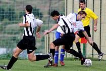 V minulém kole se Bečov (v bílém) a Obrnice střetly v derby. Teď jedou Obrnice do Oseka a Bečov hraje s Havraní.