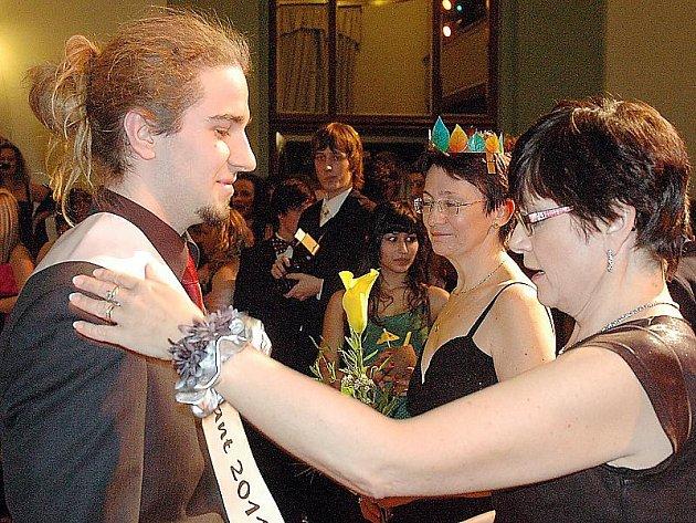 V pátek začínají na Mostecku maturitní plesy.