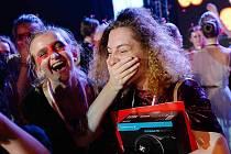 Alena Karlovská (vpravo) v emocích. Je choreografkou roku a poletí do Ameriky.