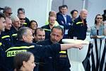 Hasičský záchranný sbor sídlící v chemičce Unipetrol v Záluží u Litvínova oslavil 75. výročí svého vzniku. Hasiči dostali nový hasicí vůz za 21 milionů korun i pamětní medaile