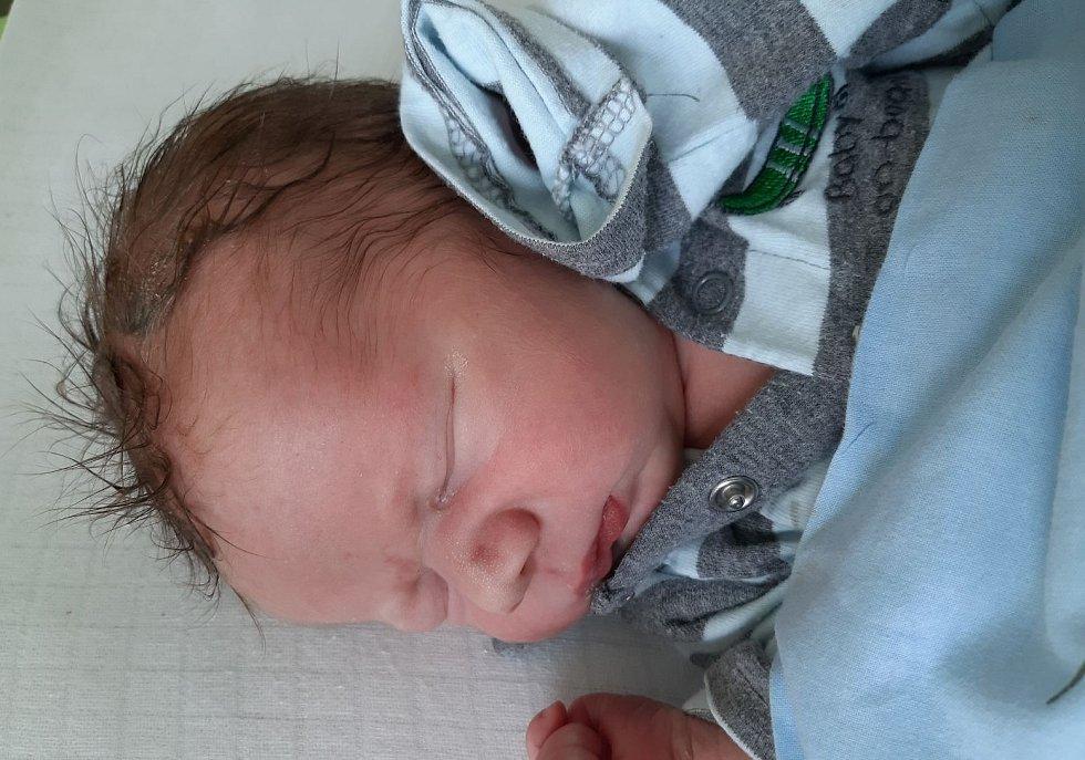 Jaroslav Kruml se narodil mamince Monice Krumlové z Postoloprt 23. července v 19.30 hodin. Měřil 51 cm a vážil 3,44 kilogramu.