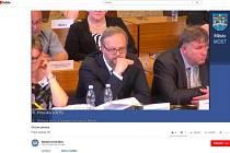 Zasedání zastupitelstva v Mostě bylo poprvé vysíláno on-line.