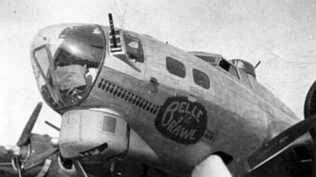 Příď letounu Výtržnická kráska - Belle of the Brawl.