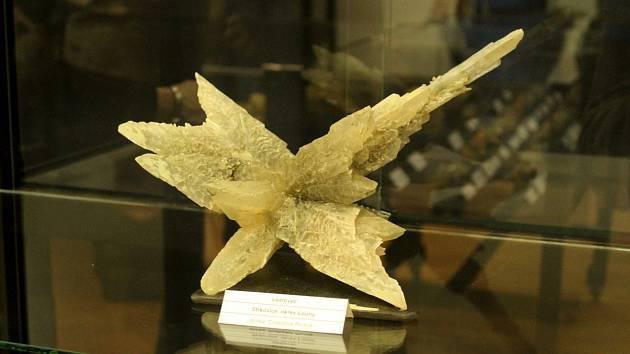 V muzeu je výstava Sádrovec Neobyčejně obyčejný nerost