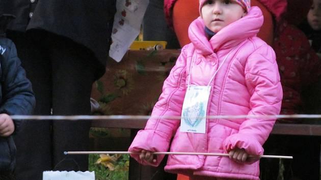 Děti ze školky Pod Lesem v Tylově ulici před zimou uspaly zvířátka a zamkly les.