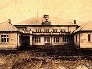 Sokolovna v Záluží na historickém snímku
