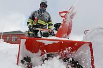 Extrémně silný vítr a sníh komplikuje dopravu.