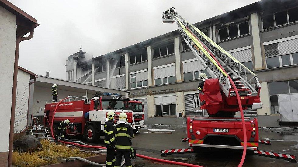 Požár areálu RICO v Mostě.