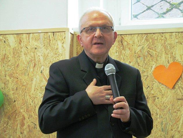 Biskup Jan Baxant při slavnostním otevření.