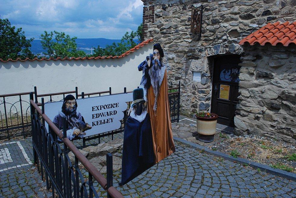 Otevřená expozice Edwarda Kelleyho  na mosteckém hradě.