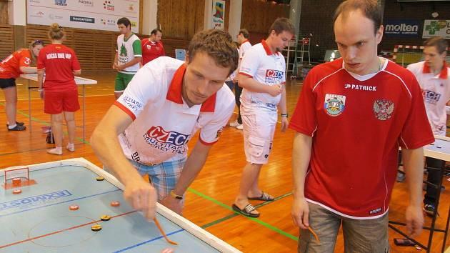 Most bude hostit mezinárodní mistrovství ČR ve stolních hokejích.