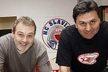 Zleva Ondřej Weissmann a Vladimír Růžička ještě v dobách, kdy společně vedli hokejovou Slavii. Teď budou stát v derby proti sobě.