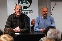 P. Kabíček a S. Salač na loňské besedě s fanoušky FK Baník Most.