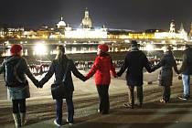 V Drážďanech lidé opět spojí ruce proti násilí.