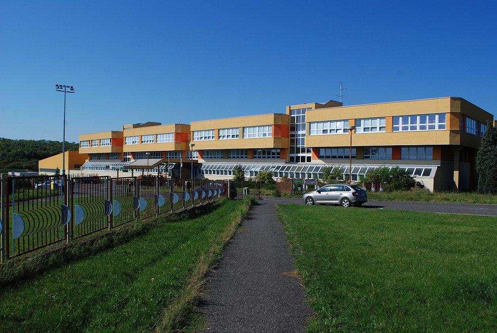 Střední škola technická. Velebudice jsou místní část Mostu. Kdysi to byla vesnička, ale zanikla. Dnes je to zóna pro podnikání, služby a vzdělávání.