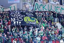 Venca bude vždycky náš. Takový transparent rozvinuli fanoušci Varů, aby přivítali Václava Skuhravého, který nastupuje ve formě střídavých startů za Litvínov.