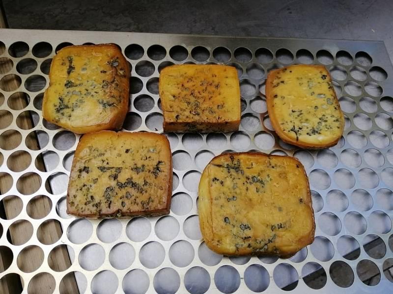 Sýrařka zkusila více než pět desítek druhů sýra. Nechybí ani uzené