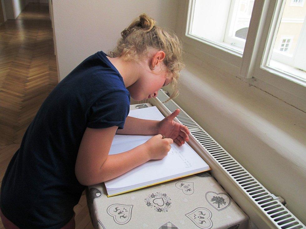 Některé děti neváhaly a napsaly něco do pamětní knihy.