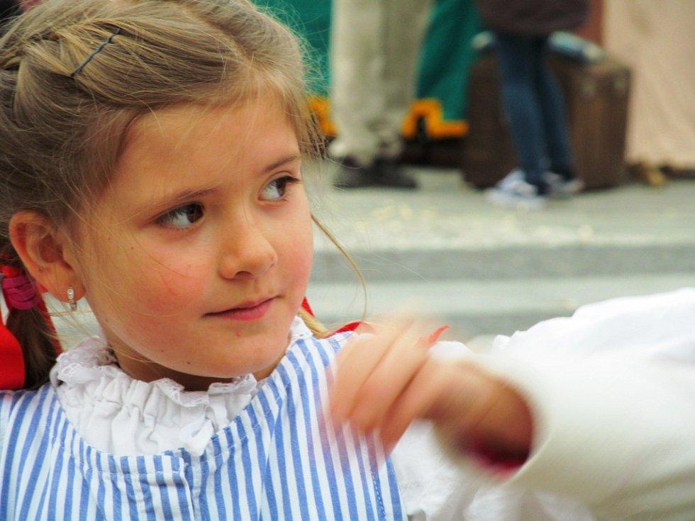 Jedna z nejmladších členek folklorního souboru Dykyta.