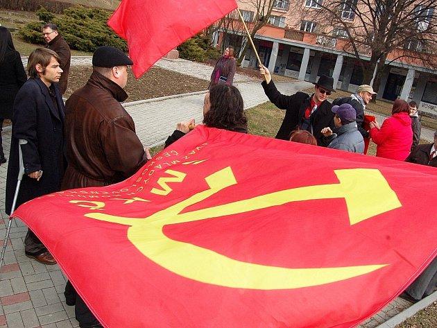 Shromáždění komunistů v Mostě v roce 2012 při mítinku k 80. výročí Velké mostecké stávky.