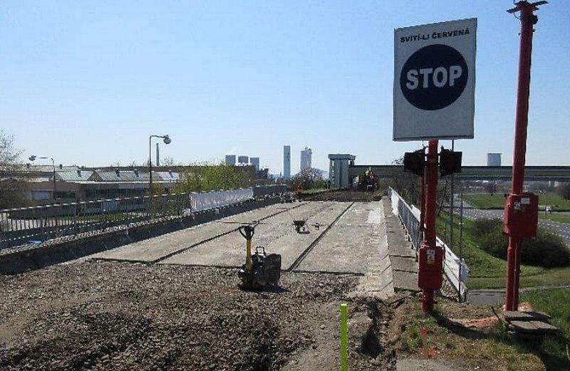 Pokračují práce na rekonstrukci tramvajové trati.
