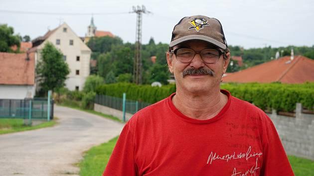 Důchodce Jiří Zeman, rodák z Kopist, bydlí v mosteckém Vtelně. Pracoval 32 let jako horník.