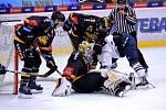 Litvínov (v černém) v zápase s Vladivostokem.