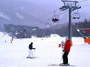 Na Klínech se začalo lyžovat na centrální sjezdovce