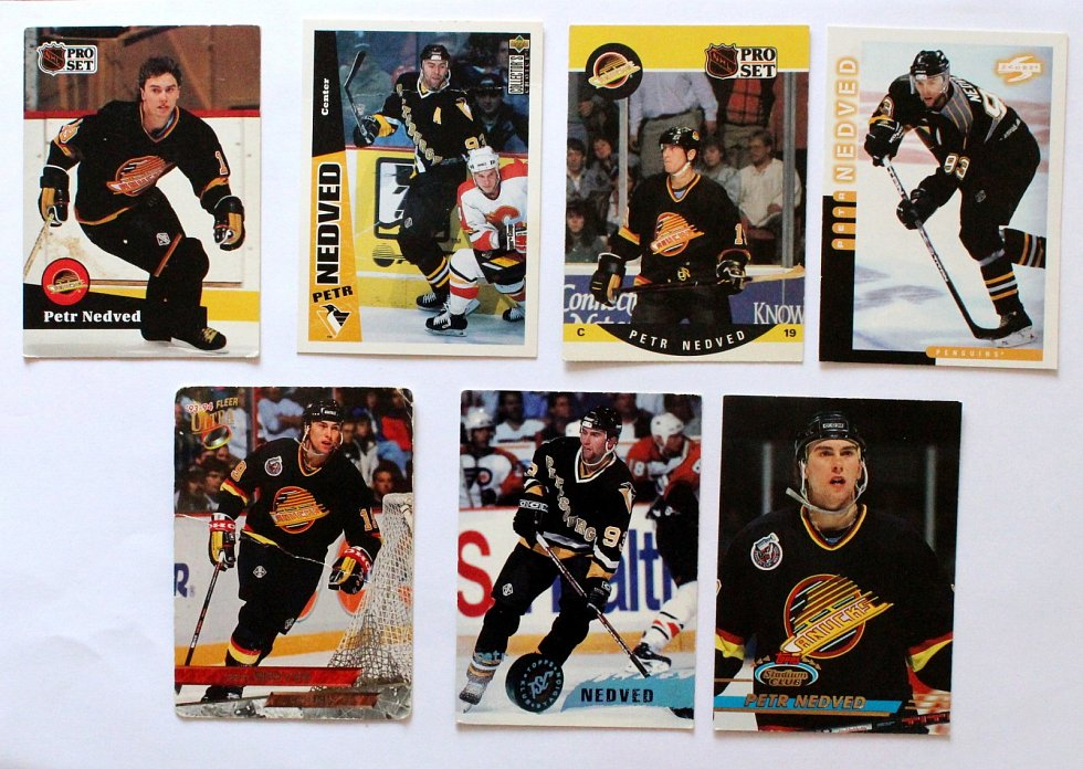 Sportovní kartičky se vrací. Vyráběly se, stále vyrábí a sbírají i u nás. Petr Nedvěd na kartičkách NHL.