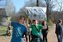 Skauti a úklid na Resslu v Mostě při akci Ukliďme Česko v sobotu 6. dubna.
