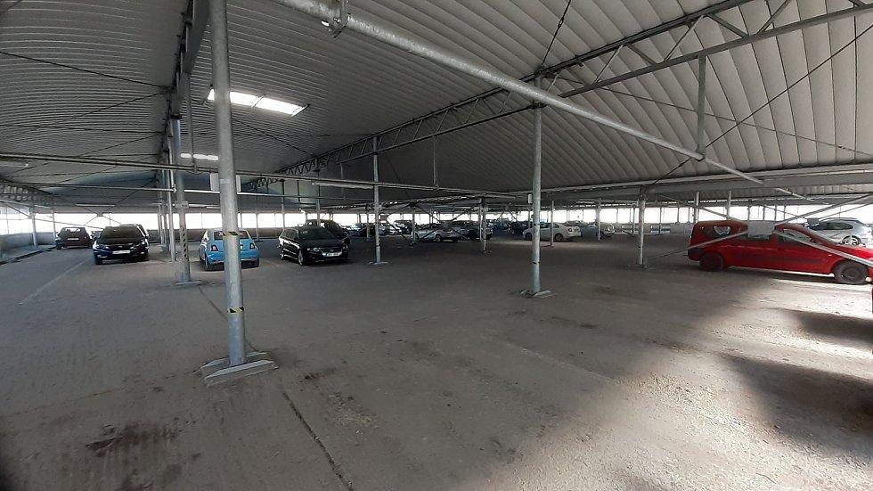 Situace v garáži u bloku 519 v pondělí 26. dubna dopoledne.