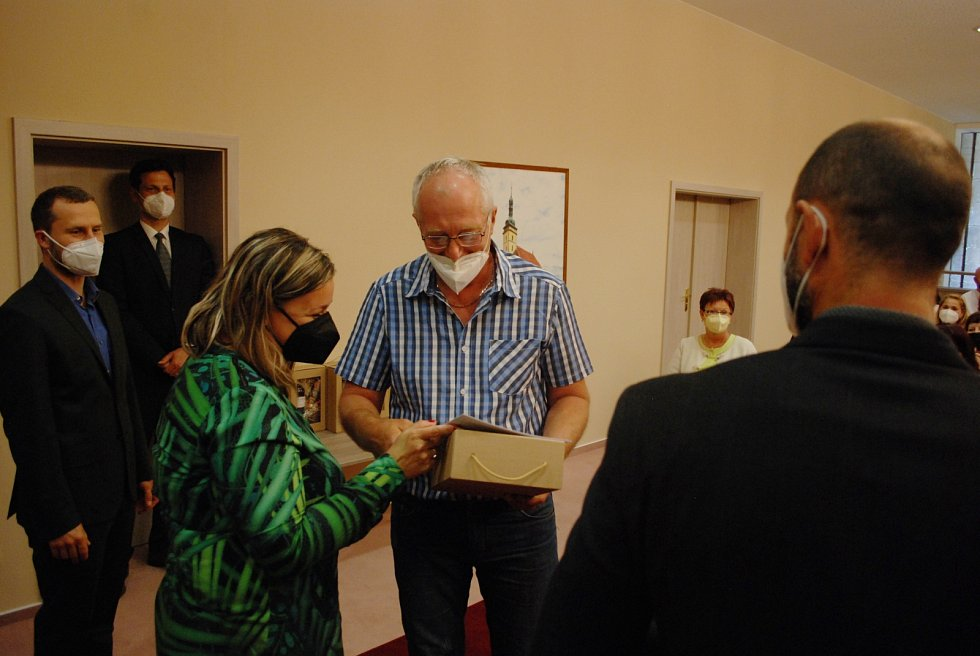 Ocenění učitelů v obřadní síni mostecké radnice