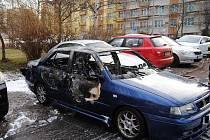 Shořelé auto.