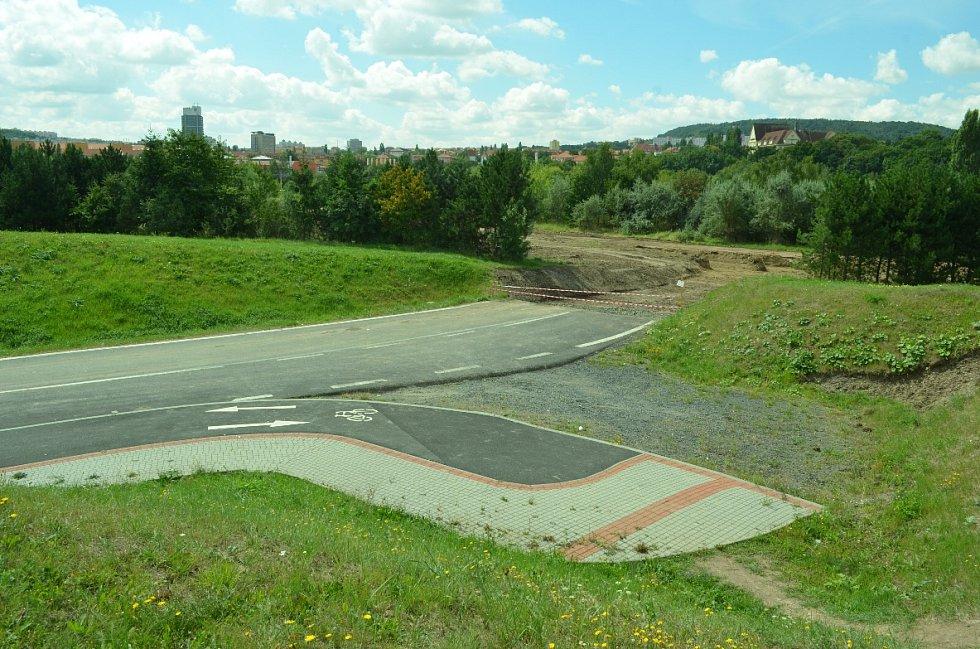 Stavba silnice Most-Mariánské Radčice.