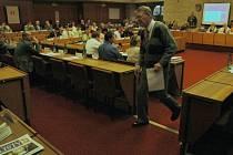 Diskuze občanů končí. Takto to vypadá v sále.