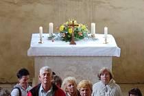 Dobrým příkladem komunitní spolupráce na Mostecku je společná záchrana vzácného románsko-gotické kostelíku svatého Jakuba v obci Bedřichův Světec nedaleko Mostu.