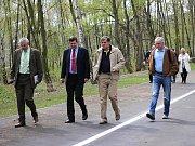 Litvínovští radní na prohlídce Nového Záluží před otevřením pro veřejnost.