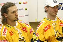 Zase spolu ve stejném dresu. Zleva František Lukeš a Viktor Hübl.