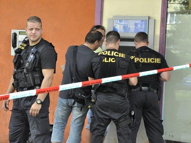 Zásah policie u bankomatu v Rozkvětu 21. července.