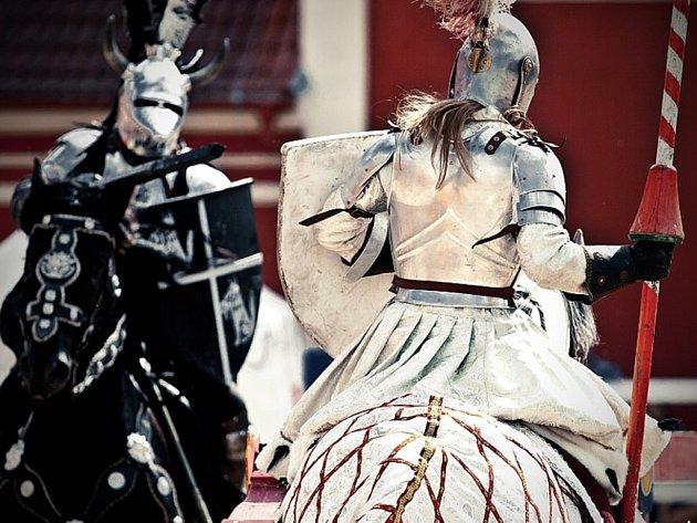 U kostela v Mostě bude rytířský turnaj jezdecké a kaskadérské společnosti Štvanci.