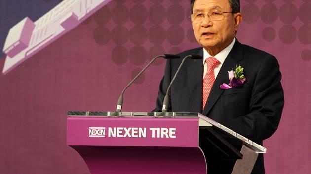 Symbolicky byla stavba továrny zahájena už loni v říjnu. Zúčastnil se toho i prezident společnosti Nexen Byung Joong Kang.