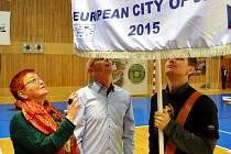 Hana Jeníčková pod vlajkou Evropské město sportu během loňské Noci sportovišť v Mostě.