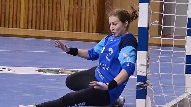 Dominika Müllnerová zasahuje.