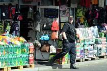 Pondělní kontrola na tržnici v Mníšku.