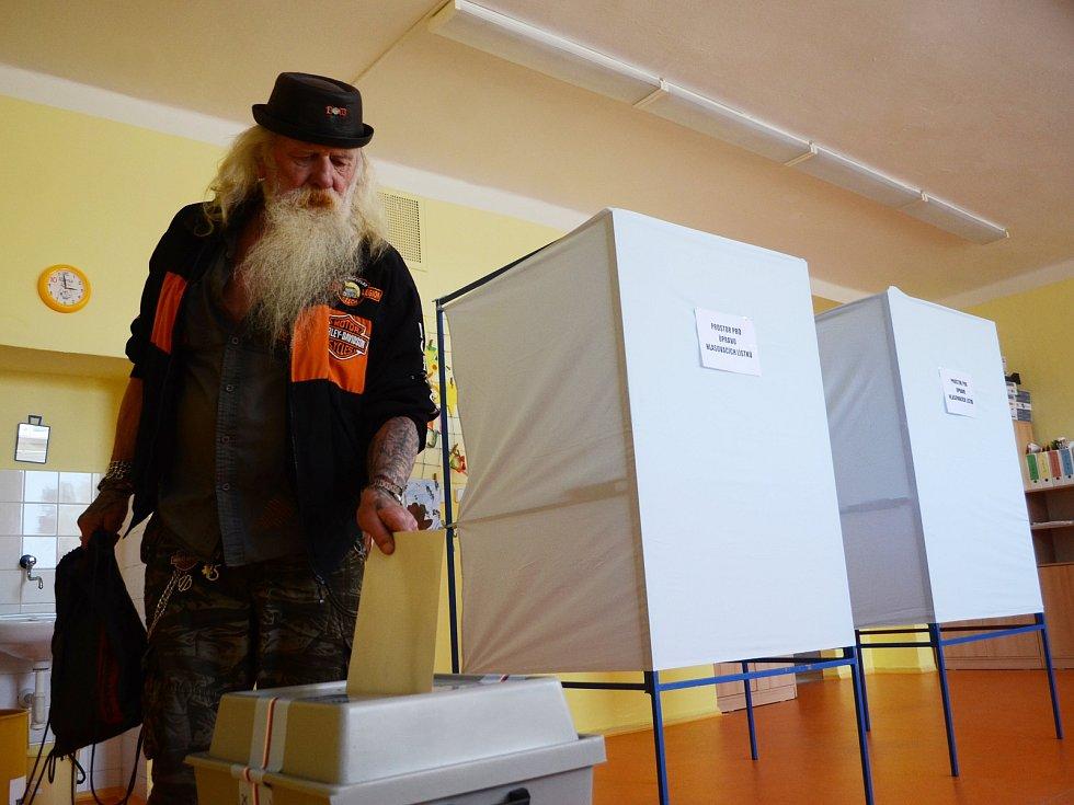 Volby na hamerské základní škole v Litvínově.